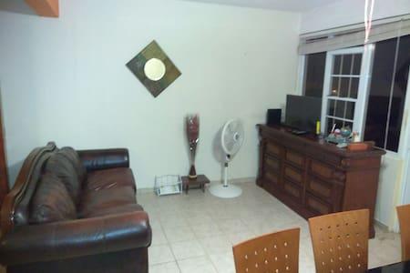 Casa entera, 2/1, fresco, cómoda y+ - Vega Alta - Dům