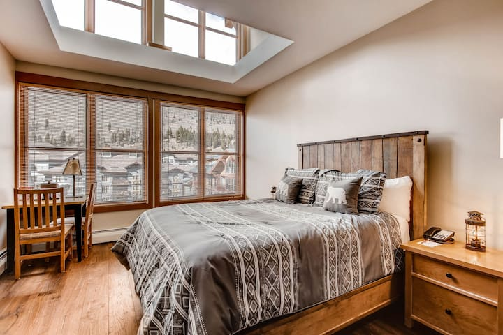 Ski-in/out Copper One Lodge Penthouse Hotel Room
