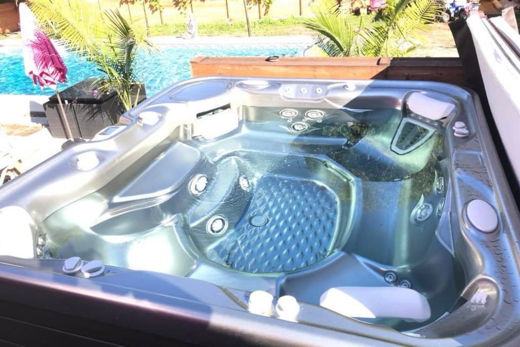Hot tub available year round