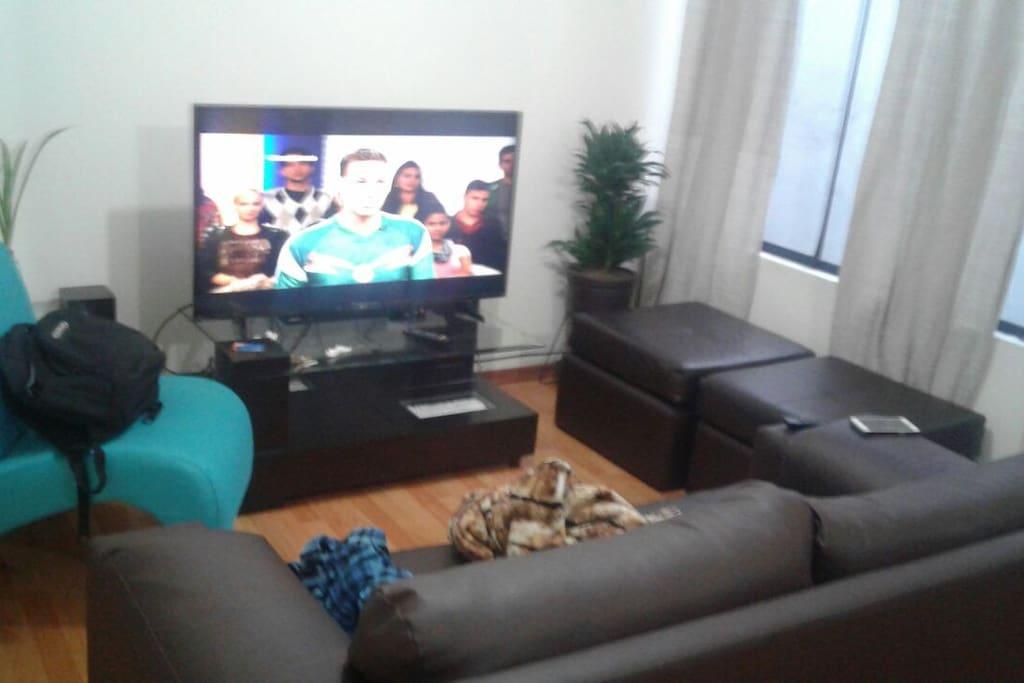 Sala compartida con cable e internet