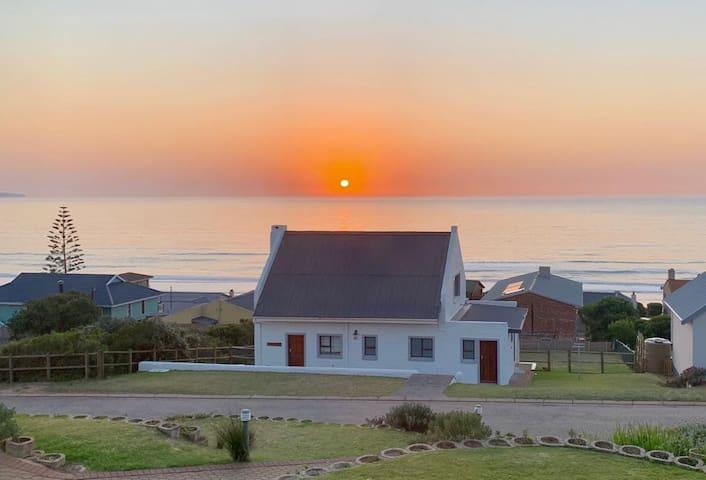 La Brie Beach Cottage with Free WiFi