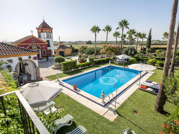 Villa with 4 bedrooms in Los Palacios y Villafranca, with private pool, enclosed garden and WiFi - 60 km from the beach