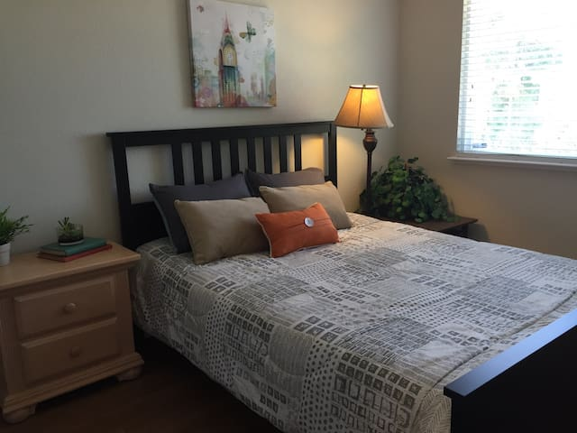 WOW! Modern and Remodeled! Room #2 Like a NEW home - Sacramento - House