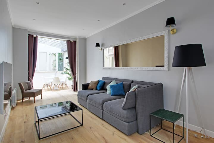 An Amazing 2BDR in le Marais