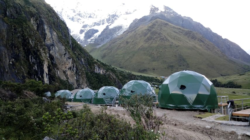 Salkantay trek to machu picchu glampíng in domes