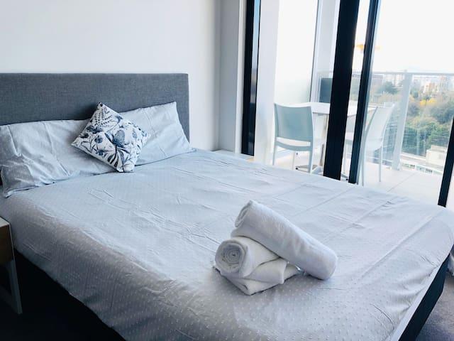 皇后街一卧室公寓,豪华高档海景房 Luxury Studio At Queen St
