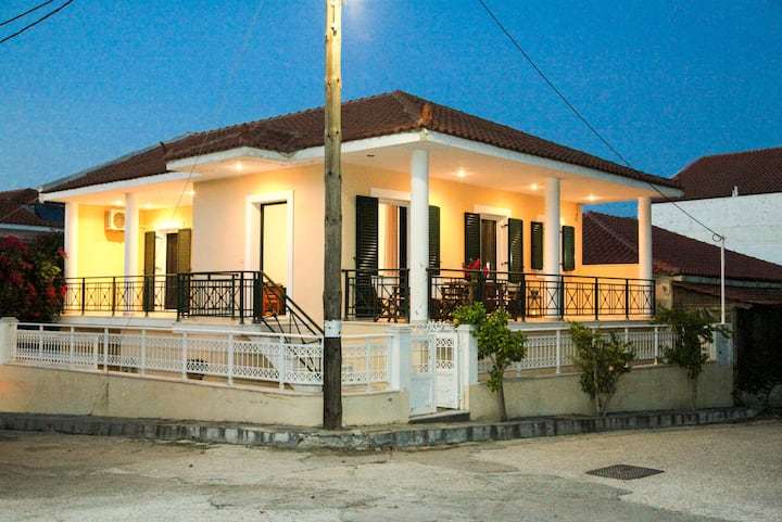 Kefalonia, Lixouri family friendly house & parking