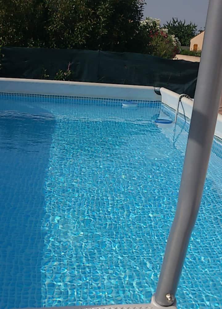 Chambre à louer dans villa avec piscine