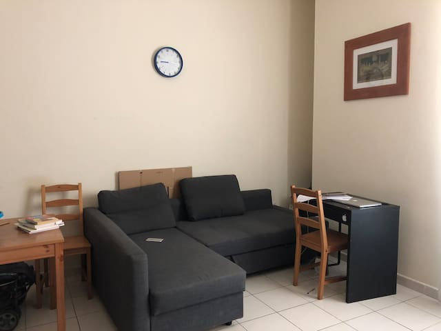 Studio flat available furnished with wi-fi