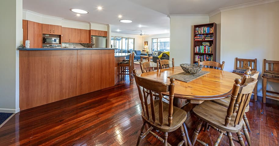 Comfortable 'open plan' living space with lounge, kitchen and dining seating for six people.  Lounge opens onto sunny deck overlooking beautiful bush view, teaming with birds.