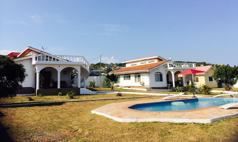 Lovely ocean view bungalow with swimming pool - Greater Accra - Rumah