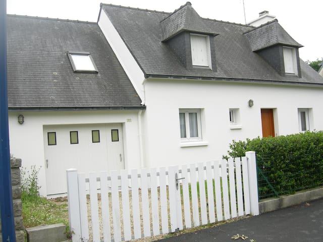 Quaint family home close to 3 beautiful beaches - Fouesnant - Haus