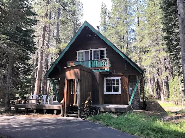 Cozy Cabin atop Donner Summit