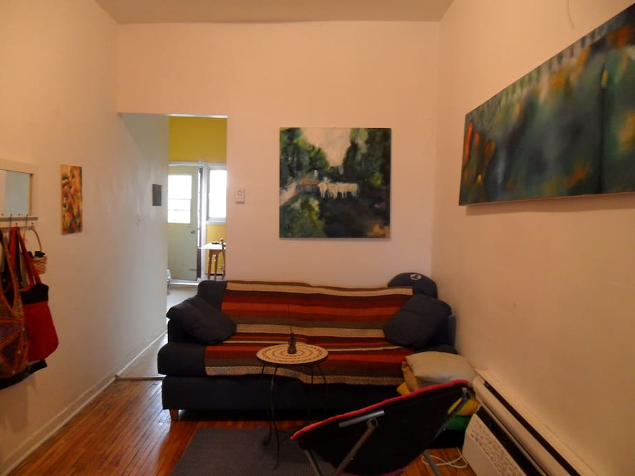 Perfect location art filled bright appartements for Location appartement montreal