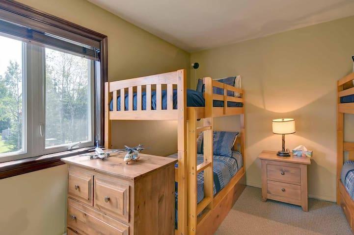 Bedroom 2 (4 Single Beds)