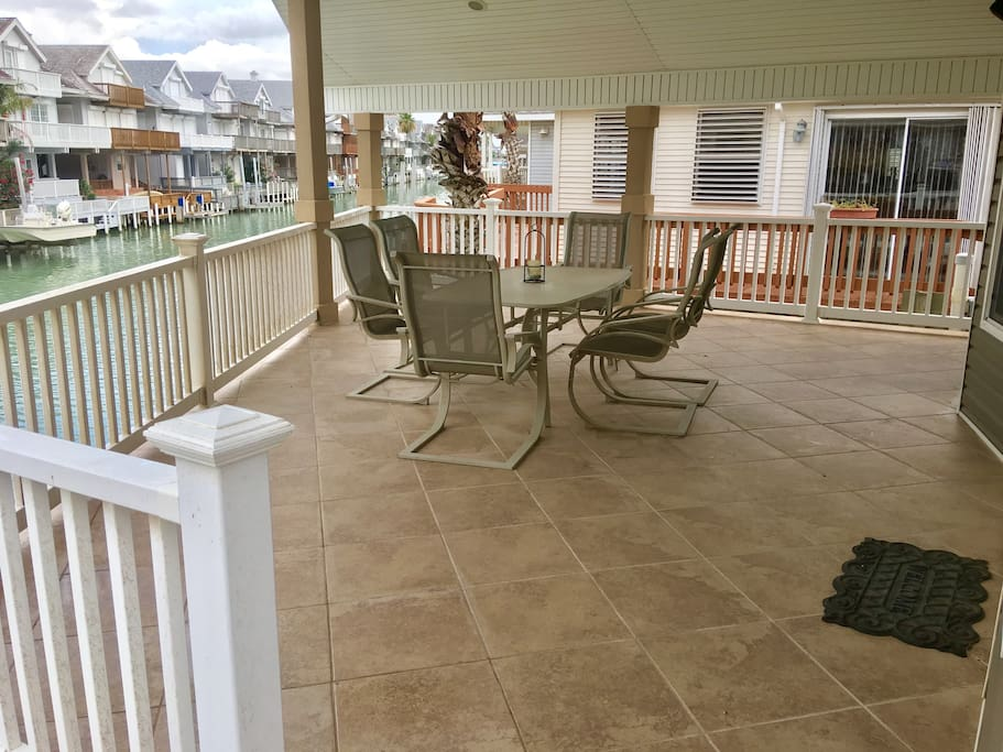 Large spacious tiled deck overlooks water (tbl seats 6)