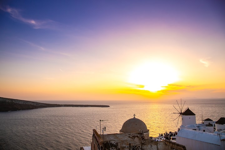Thetis Cave Villa with caldera and sunset view