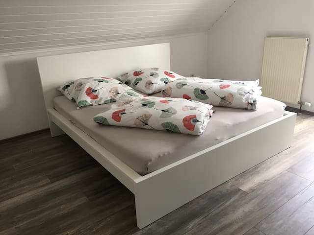 Schlafzimmer Doppelbett 180x200