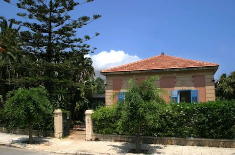 Incantevole villa liberty a Mondello , 5 min mare