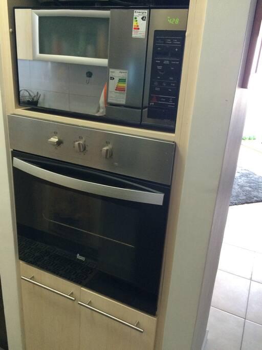 Microondas y horno eléctrico