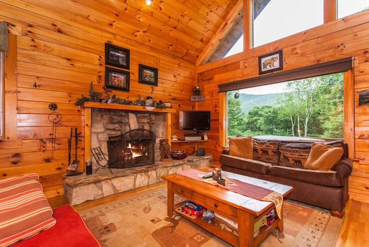 Big 3BR Cabin w/ Hot Tub & Game Room - Near Slopes
