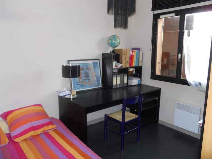 Chambre simple dans villa