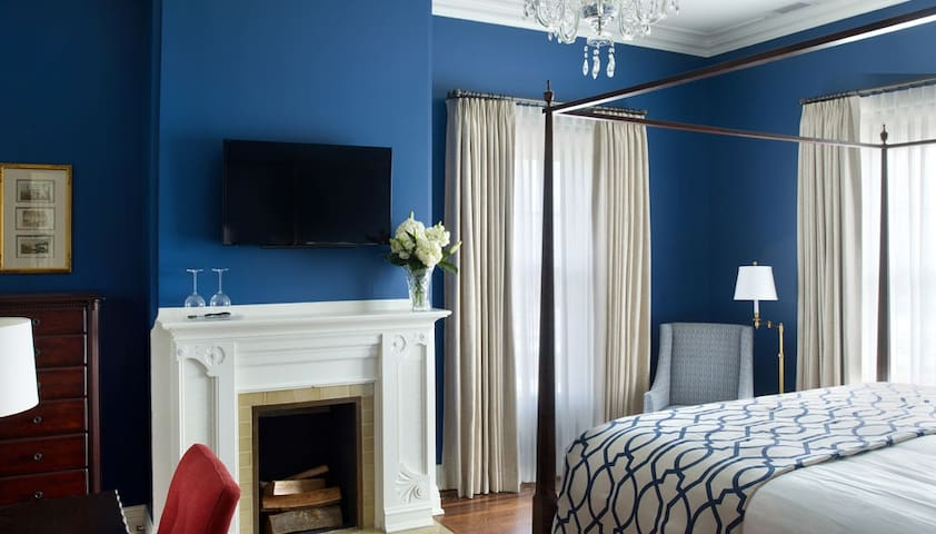 Stone Terrace B&B - The Caro Blymer Dawes Suite - Evanston - Bed & Breakfast