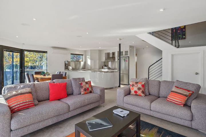 Modern Battery Point Townhouse - The Best Location