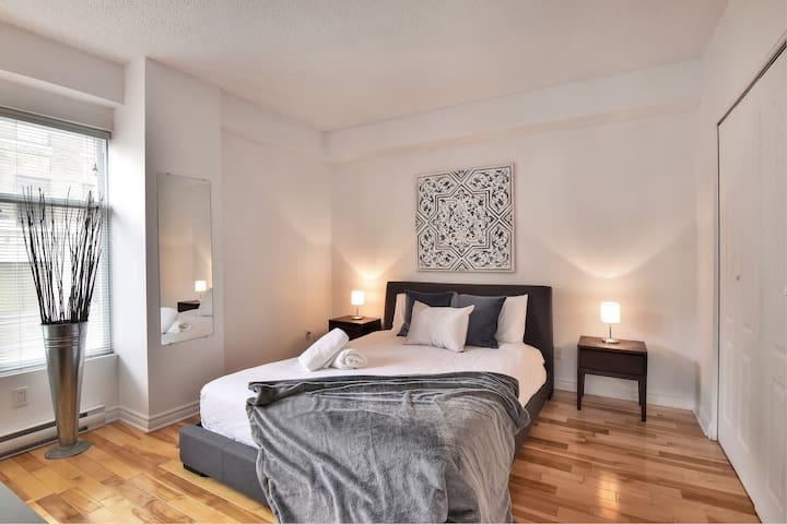 2 Bedrooms Corner Unit Place-des-Arts/Downtown 6