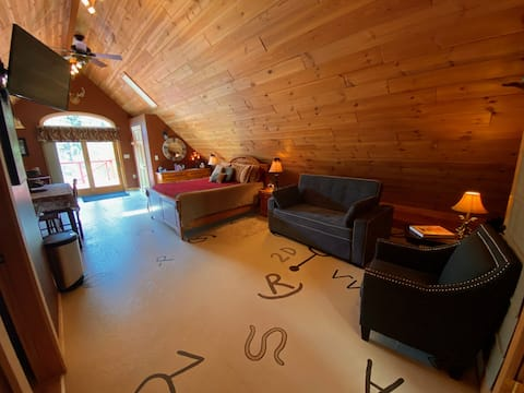 750 SQ' Private Entry Suite, Guernsey State Park!