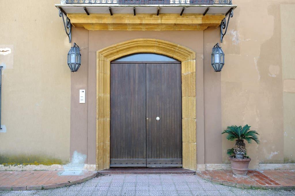 Our entry/ La nostra entrata