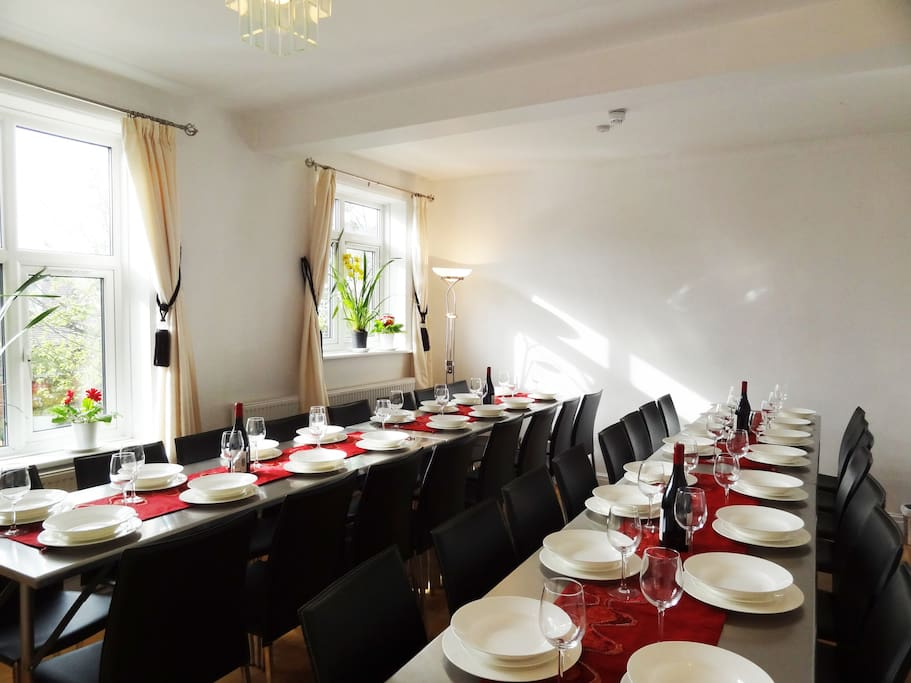 4* Group Retreat: Dining Room seats 32 in comfortable leather chairs - Fine dining experience seating all the guests