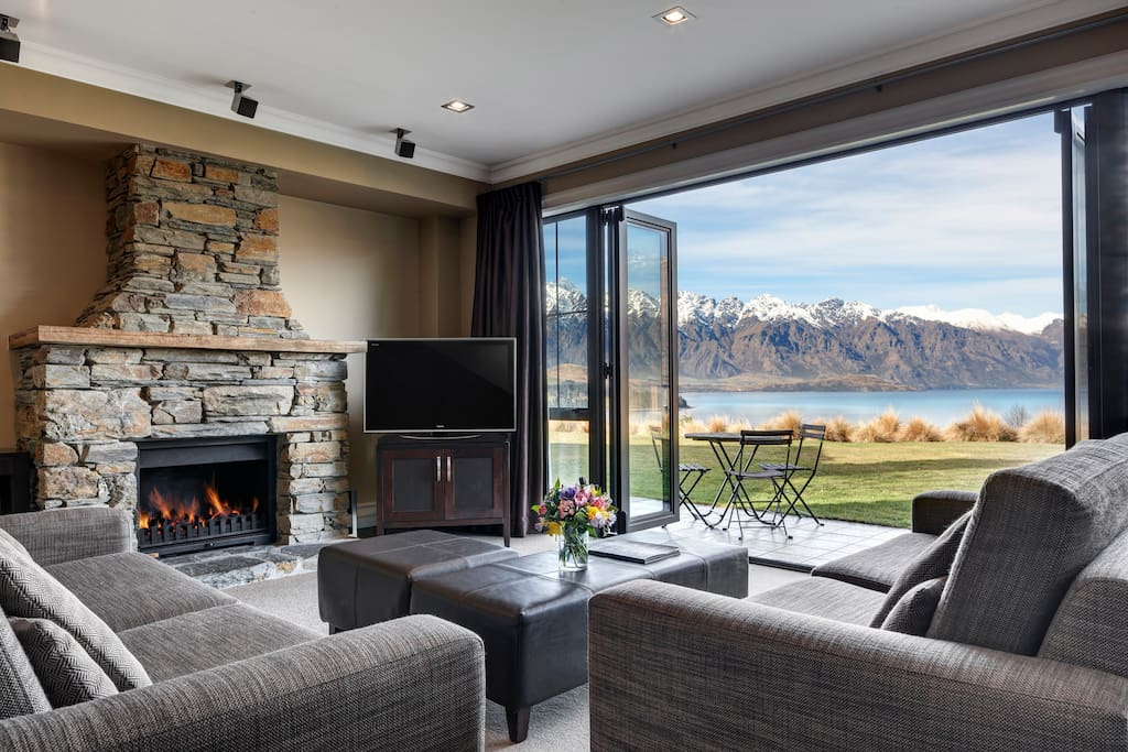 Lake view villa apartments for rent in queenstown otago for Villas apartments
