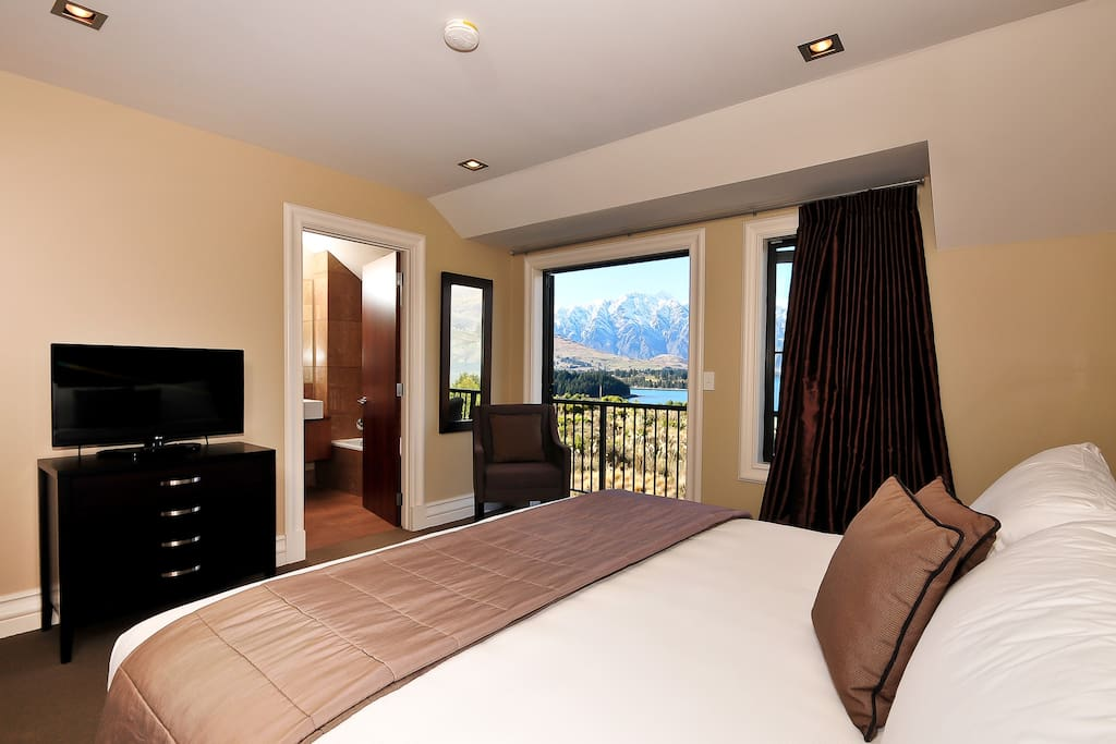 Lake View Villa Master Bedroom with Super King Bed