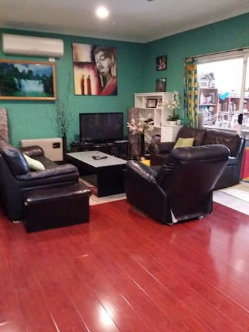Private Room for rent fully furnished with wifi. - Albion - บ้าน