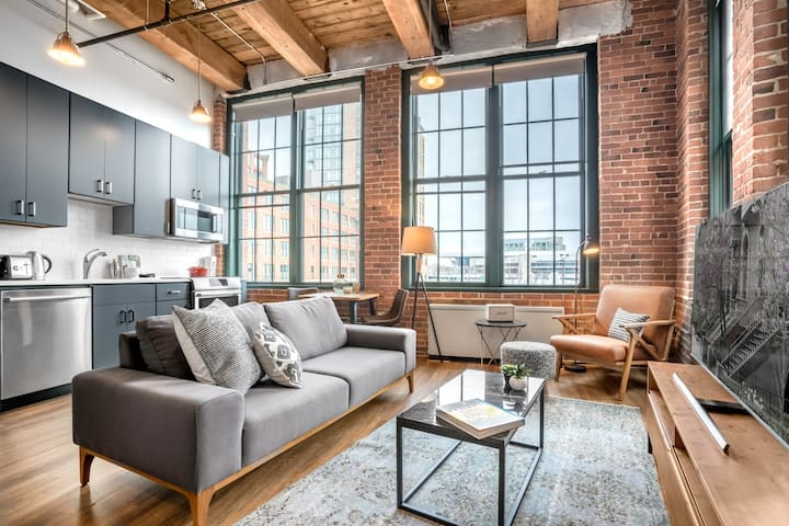 Stunning Fort Point Studio w/Washer + Dryer, near Seaport by Blueground