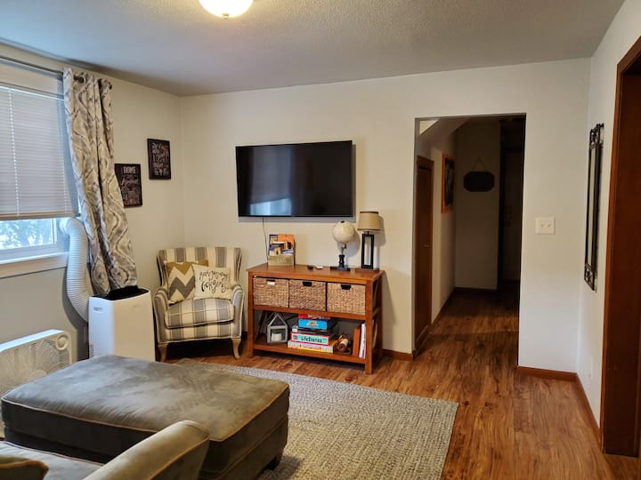Lower Unit-Hawthorne Area-15 min walk 2 Dwtn Fargo