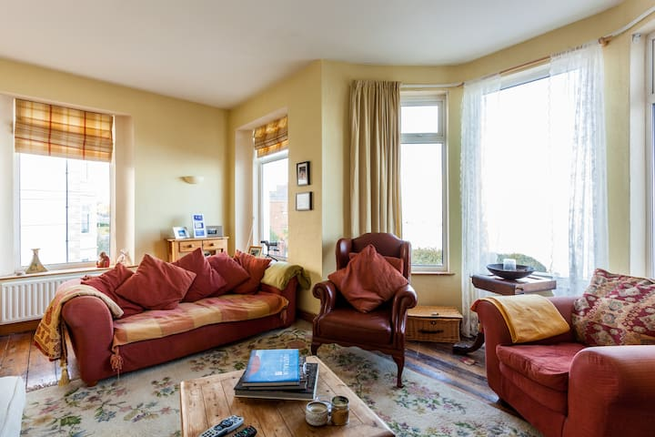 Beautiful Sea-view room overlooking Ballyholme Bay - Bangor