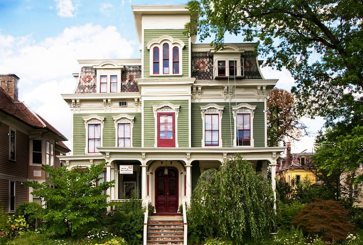 Charming Victorian in Hudson NY