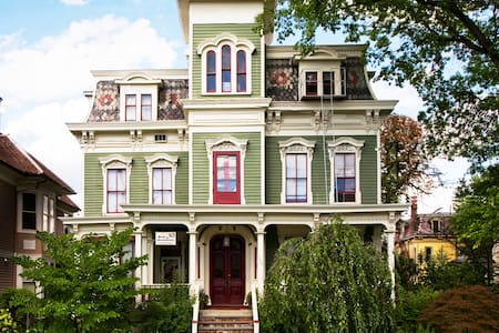 Charming Victorian in Hudson NY - Hudson - Bed & Breakfast