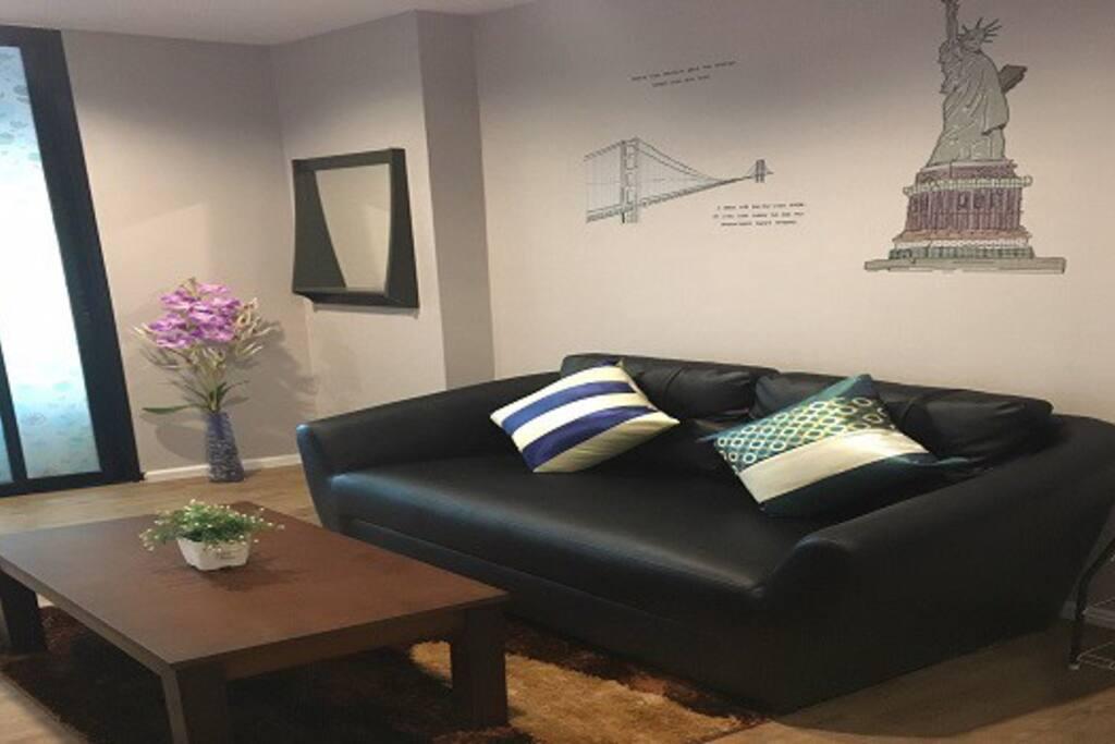 ห้องนั่งเล่น (Living room)