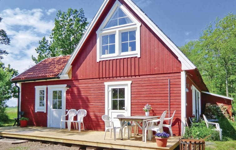 Former farm house with 2 bedrooms on 136m² in Vadstena