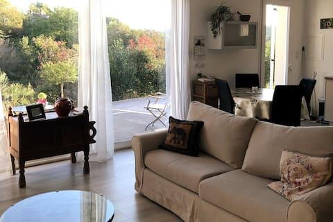 Valensole/T2/ 50m²/ garden/private parking/quiet