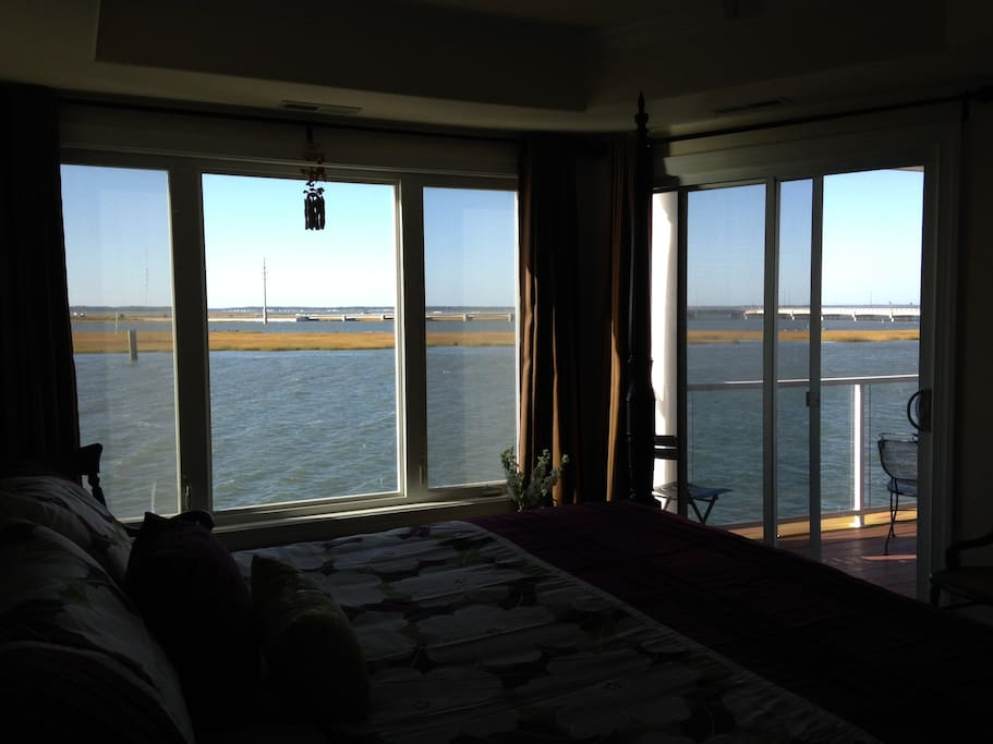 Master Bedroom with direct waterviews of the intracoastalwaterway - Chincoteague Channel