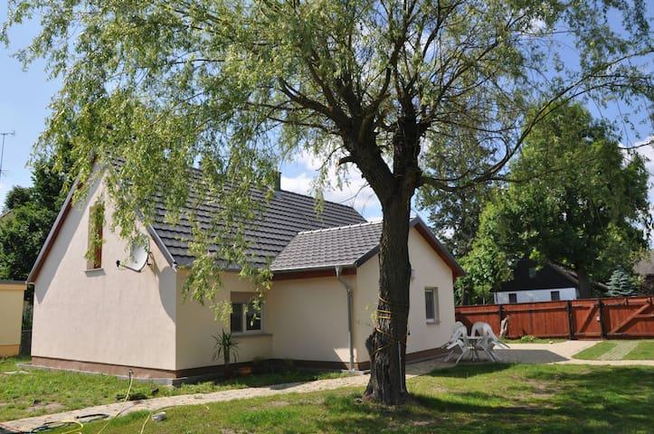 Natur pur im Ferienhaus - Tauer - House
