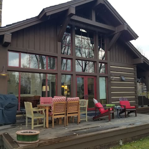 Killer Deals! LongStay Discount! #Luxury2BedCabin
