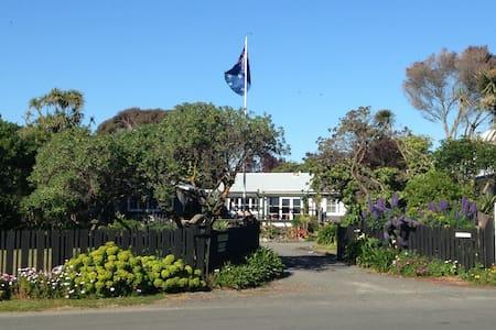 Lagoona Studio, seaside Te Awanga . - Te Awanga