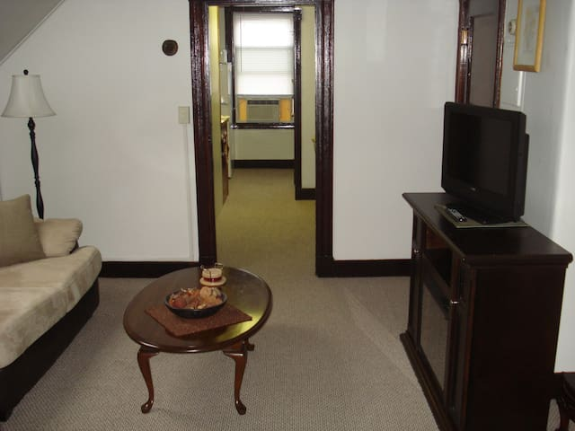 Salem,Prime Location, Walk to Downtown/Train/NSMC