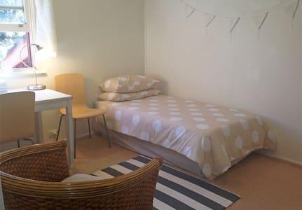 Single room with tv & wifi