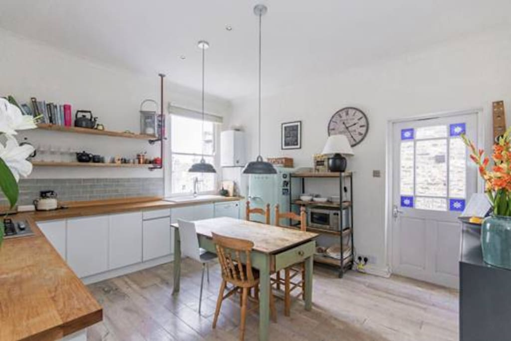 Spacious kitchen with direct access via stairway to the garden
